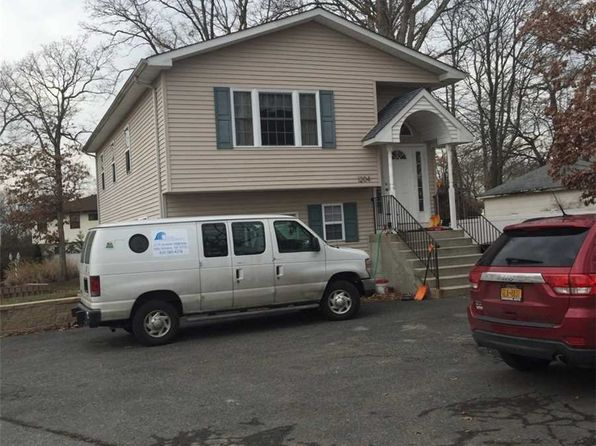 3 bed 2 bath Single Family at Undisclosed Address BAY SHORE, NY, 11706 is for sale at 359k - google static map