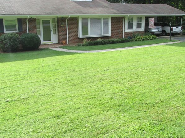 4 bed 2 bath Single Family at 121 Crestwood Dr Pilot Mountain, NC, 27041 is for sale at 155k - 1 of 5
