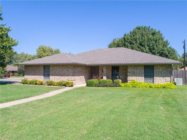 3 bed 2 bath Single Family at 1813 N CYPRESS AVE STEPHENVILLE, TX, 76401 is for sale at 175k - 1 of 31