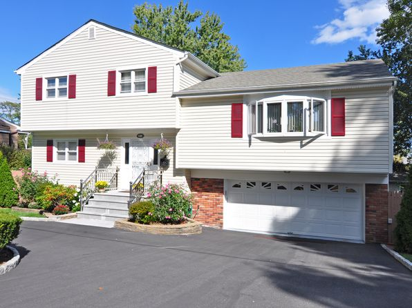 4 bed 3 bath Single Family at 132 Bowbell Rd White Plains, NY, 10607 is for sale at 619k - 1 of 27