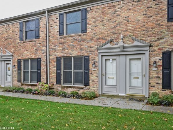 2 bed 2 bath Townhouse at 1803 Sessions Walk Hoffman Estates, IL, 60169 is for sale at 130k - 1 of 10