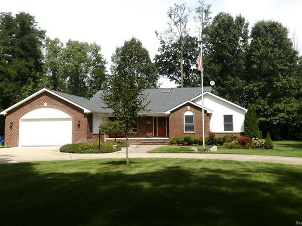 4 bed 4 bath Single Family at 10230 Cedar Island Rd White Lake, MI, 48386 is for sale at 475k - 1 of 76