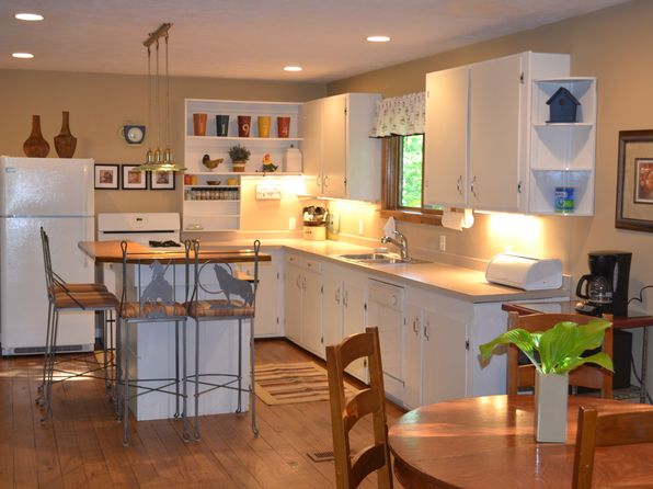 5 bed 2 bath Single Family at 11974 E Freeland Rd Suttons Bay, MI, 49682 is for sale at 290k - 1 of 5