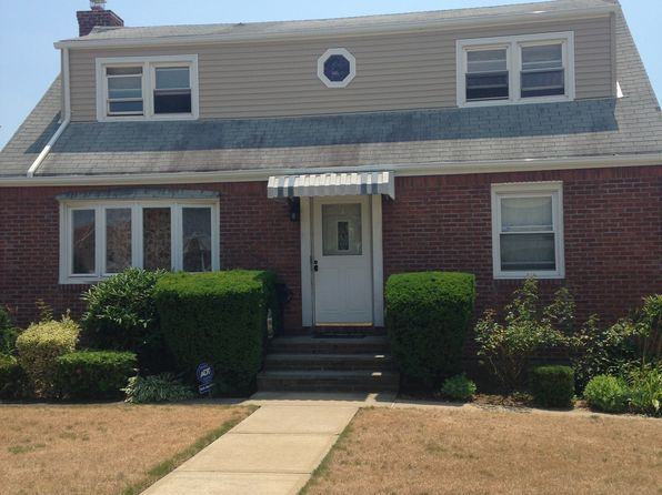 4 bed 3 bath Single Family at 427 Saint Luke Pl Franklin Square, NY, 11010 is for sale at 559k - google static map