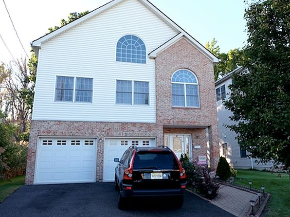 6 bed 4 bath Single Family at 14 Sova Pl Moonachie, NJ, 07074 is for sale at 599k - 1 of 17