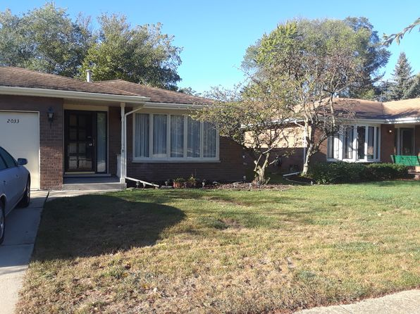 4 bed 2 bath Single Family at 2033 Busse Hwy Des Plaines, IL, 60016 is for sale at 310k - 1 of 7