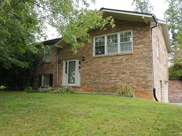 3 bed null bath Single Family at 3006 Upper Hilham Rd Livingston, TN, 38570 is for sale at 180k - 1 of 45