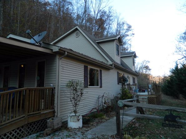 3 bed 2 bath Single Family at 45 Kiser Ln Pikeville, KY, 41501 is for sale at 174k - 1 of 11