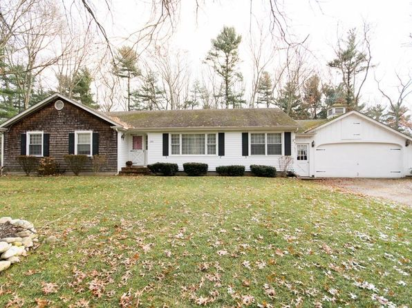 3 bed 1 bath Single Family at 290 BRIGGS RD WESTPORT, MA, 02790 is for sale at 319k - 1 of 29