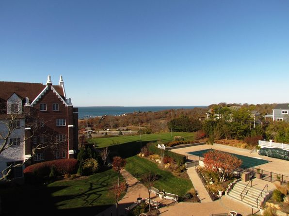 2 bed 2 bath Condo at 236 Edgemere St Montauk, NY, 11954 is for sale at 285k - 1 of 11