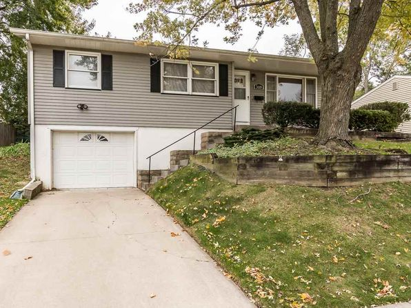 3 bed 1 bath Single Family at 3489 Sunny Hill Dr Bettendorf, IA, 52722 is for sale at 148k - 1 of 12
