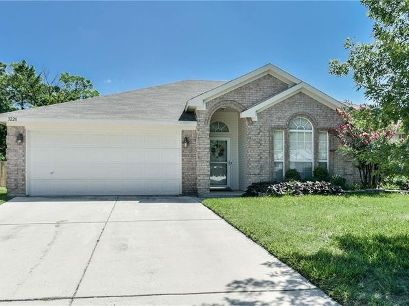 3 bed 2 bath Single Family at 3228 Spring Crest Ct Hurst, TX, 76053 is for sale at 239k - 1 of 19