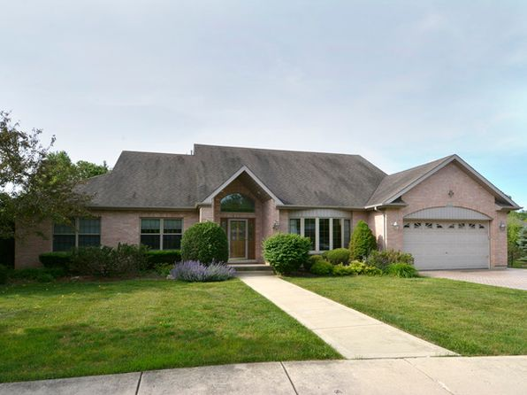3 bed 4 bath Single Family at 943 W Crescent Ct Palatine, IL, 60067 is for sale at 475k - 1 of 24