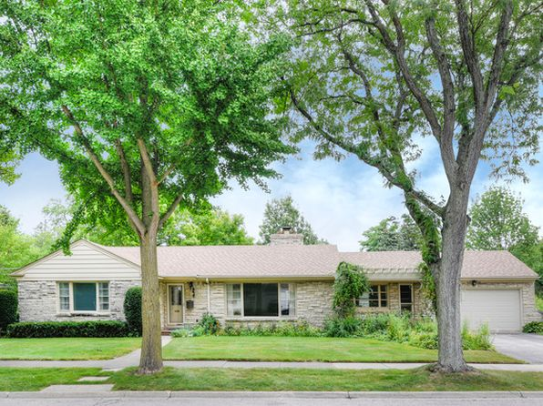 3 bed 2 bath Single Family at 807 Surrey Ln Glenview, IL, 60025 is for sale at 439k - 1 of 28
