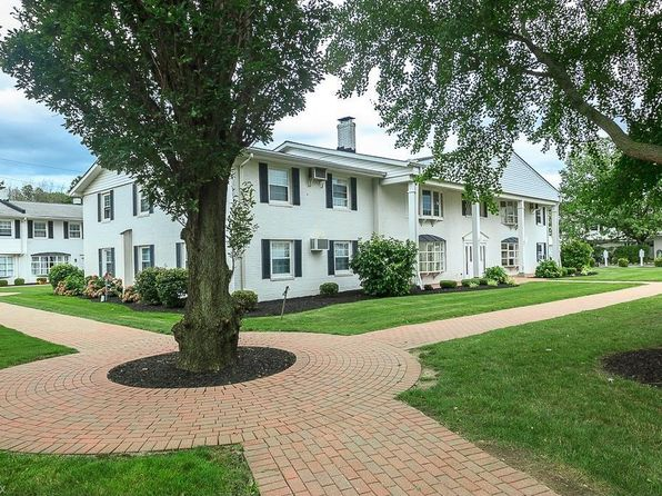 3 bed 2 bath Condo at 4 Meadowlawn Dr Mentor, OH, 44060 is for sale at 88k - 1 of 21