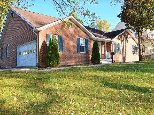 4 bed 4 bath Single Family at 654 Spring St Herndon, VA, 20170 is for sale at 550k - 1 of 49