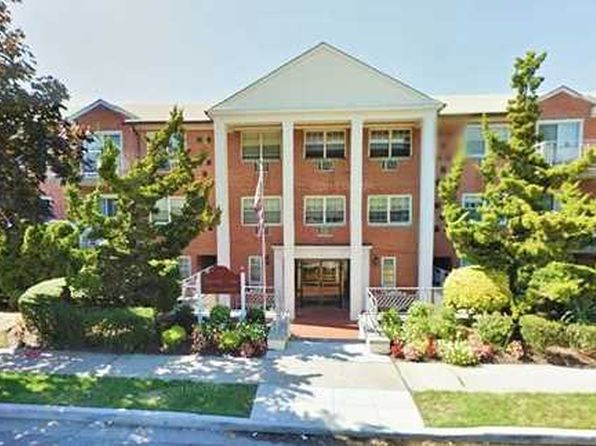 1 bed 1 bath Cooperative at 250 N Village Ave Rockville Centre, NY, 11570 is for sale at 225k - 1 of 22