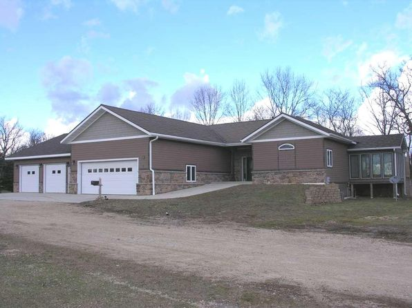 5 bed 3 bath Single Family at 2 Stanton Dr Riceville, IA, 50466 is for sale at 290k - 1 of 20