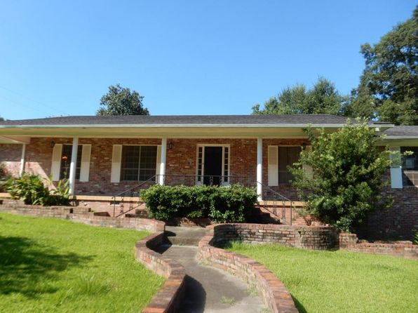 3 bed 3 bath Single Family at 403 S Dogwood Ave Collins, MS, 39428 is for sale at 108k - 1 of 4