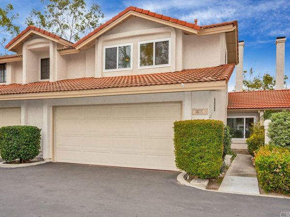 3 bed 2.5 bath Townhouse at 37 CLOVER HILL LN LAGUNA HILLS, CA, 92653 is for sale at 550k - 1 of 25
