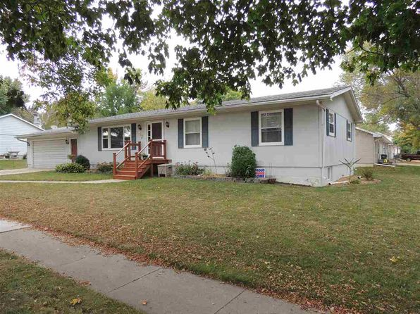 3 bed 3 bath Single Family at 802 9th St NW Waverly, IA, 50677 is for sale at 145k - 1 of 7