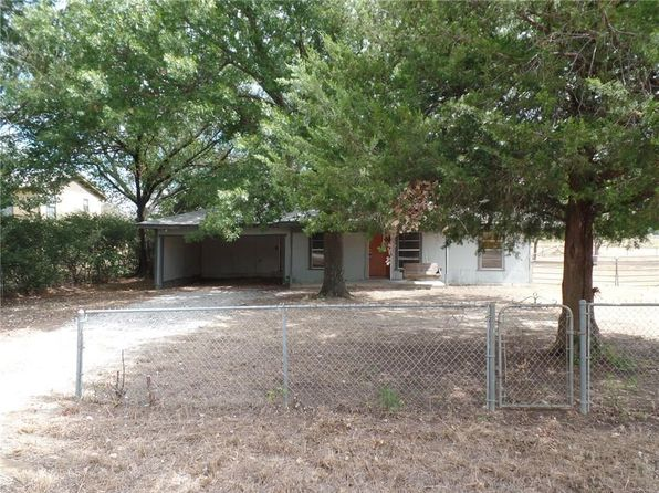 2 bed 1 bath Single Family at 1890 Crockett St Sanger, TX, 76266 is for sale at 125k - 1 of 27
