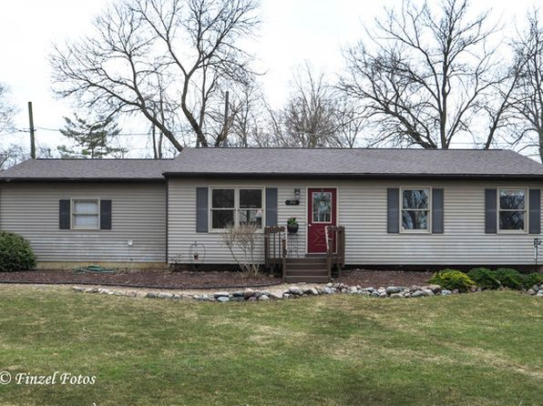 3 bed 2 bath Single Family at 711 East Blvd Lakemoor, IL, 60051 is for sale at 155k - 1 of 16