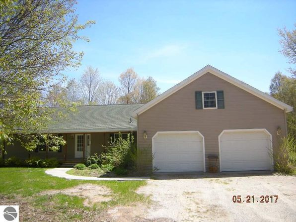3 bed 2 bath Single Family at 2585 Mohawk Trce Interlochen, MI, 49643 is for sale at 177k - 1 of 16