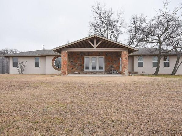 4 bed 3 bath Single Family at 138 Silver St Bowie, TX, 76230 is for sale at 190k - 1 of 36