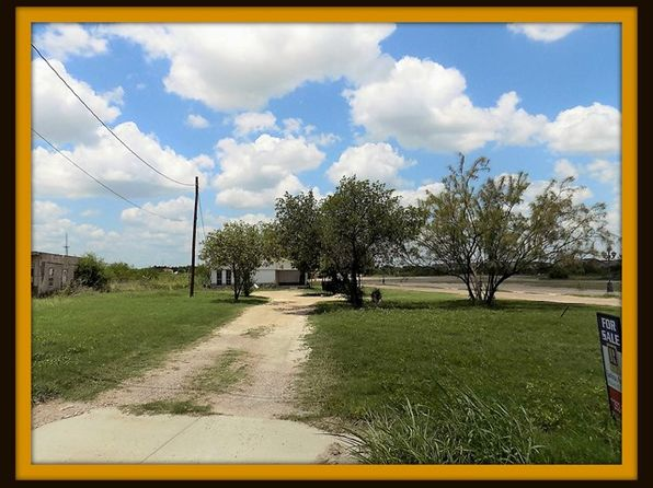 3 bed 2 bath Single Family at 3139 Fm Eagle Pass, TX, 78852 is for sale at 125k - 1 of 4