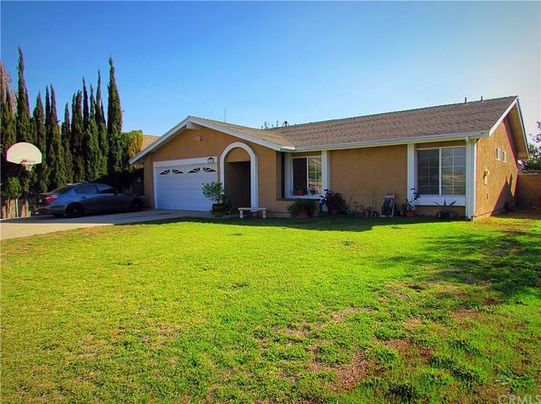 3 bed 2 bath Single Family at 15995 Tullock St Fontana, CA, 92335 is for sale at 320k - 1 of 4