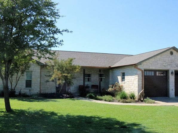 3 bed 2 bath Single Family at 605 Persimmon Ct Fredericksburg, TX, 78624 is for sale at 350k - 1 of 32