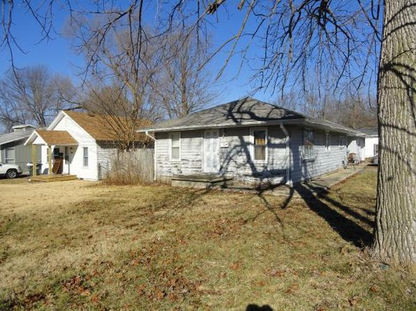 3 bed 1.1 bath Single Family at 1910 W Center St Decatur, IL, 62526 is for sale at 35k - 1 of 12