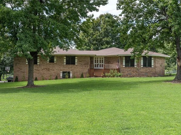 3 bed 3 bath Single Family at 2700 Valley View Dr Springdale, AR, 72762 is for sale at 359k - 1 of 30