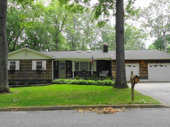 3 bed 1.5 bath Single Family at 20 Iroquois Pl Lakewood, NJ, 08701 is for sale at 650k - 1 of 10