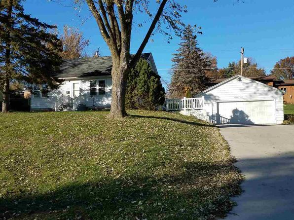 2 bed 1 bath Single Family at 1307 11th Ave Fulton, IL, 61252 is for sale at 60k - 1 of 14