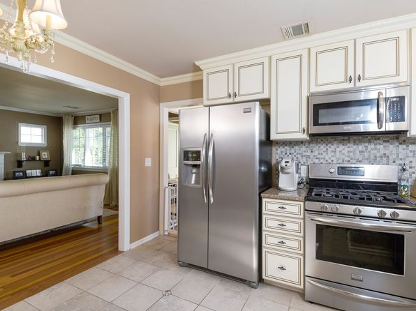 3 bed 2 bath Single Family at 28 Janeway Pl Morris Plains, NJ, 07950 is for sale at 449k - 1 of 3