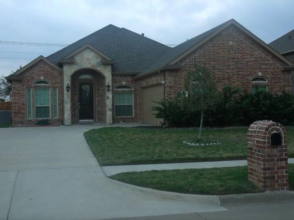 3 bed 3 bath Single Family at 824 E Danbury Dr Desoto, TX, 75115 is for sale at 255k - 1 of 27
