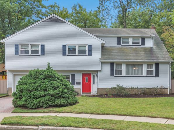 4 bed 4 bath Single Family at 760 Cottage Pl Teaneck, NJ, 07666 is for sale at 589k - 1 of 17