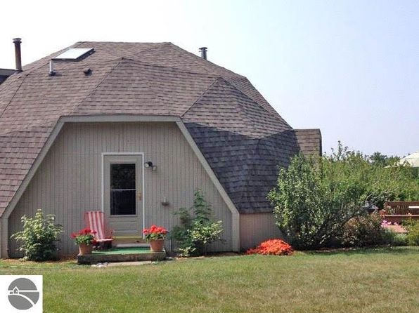 2 bed 2 bath Single Family at 10190 S Center Hwy Traverse City, MI, 49684 is for sale at 200k - 1 of 29