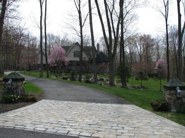 4 bed 5 bath Single Family at 36 Helmstown Ct Tuxedo Park, NY, 10987 is for sale at 755k - 1 of 6