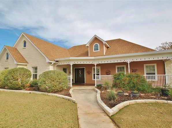 4 bed 2 bath Single Family at 136 STONE CYN FREDERICKSBURG, TX, 78624 is for sale at 499k - 1 of 12