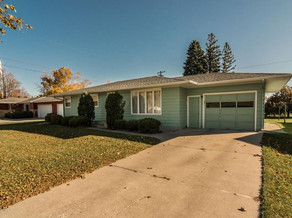 3 bed 2 bath Single Family at 1706 Hoven Ln Crookston, MN, 56716 is for sale at 135k - 1 of 15