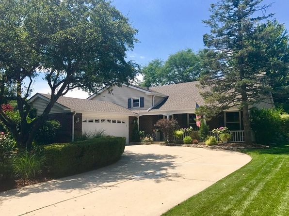 4 bed 3 bath Single Family at 2702 N Dryden Pl Arlington Heights, IL, 60004 is for sale at 385k - 1 of 23