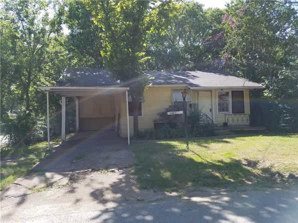 2 bed 1 bath Single Family at 1103 Pine St Bonham, TX, 75418 is for sale at 30k - 1 of 15