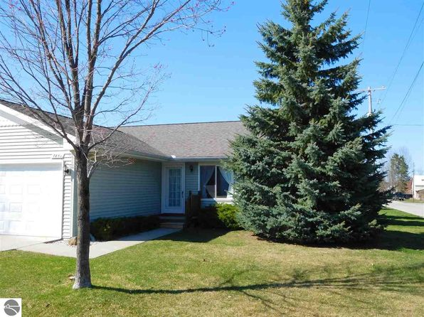 2 bed 1 bath Single Family at 7856 Maple St Central Lake, MI, 49622 is for sale at 80k - 1 of 16