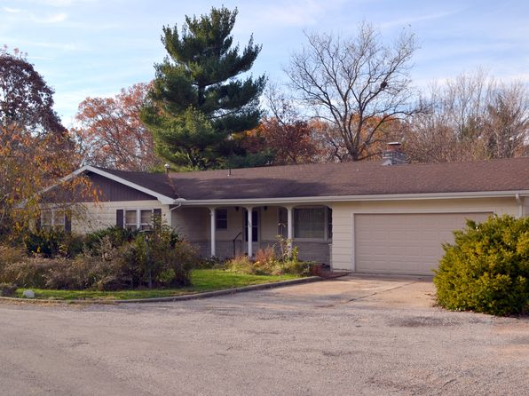 3 bed 2 bath Single Family at 102 Sherwood Dr Carlinville, IL, 62626 is for sale at 100k - 1 of 11