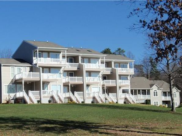 3 bed 3 bath Townhouse at 218 Blarney Stone Ct Huddleston, VA, 24104 is for sale at 359k - 1 of 24