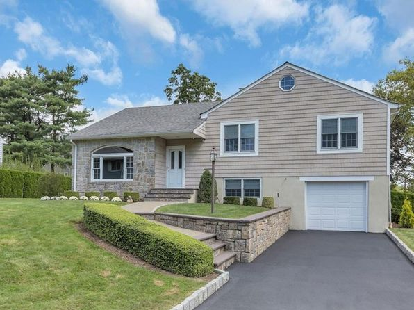 3 bed 2 bath Single Family at 67 Andrew Ln New Rochelle, NY, 10804 is for sale at 850k - 1 of 27