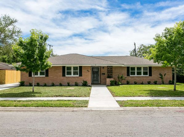 3 bed 2 bath Single Family at 625 Moray Pl Corpus Christi, TX, 78411 is for sale at 390k - 1 of 31